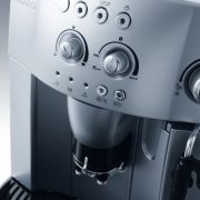 DeLonghi-Magnifica-Bean-to-Cup-EspressoCappuccino-Coffee-Machine-ESAM4200-Silver-0-0